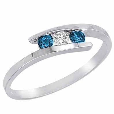 Ryan Jonathan Brillante Three Stone White and Blue Diamond Ring in 14ct White Gold (1/4 cttw)