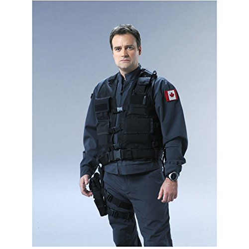 david-hewlett-8x10-inch-photo-cube-stargate-atlantis-rise-of-the-planet-of-the-apes-in-full-gear-rea