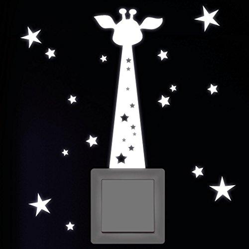 wandtattoo loft leuchtaufkleber giraffe mit sternen f r lichtschalter oder steckdose. Black Bedroom Furniture Sets. Home Design Ideas