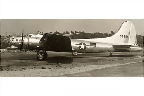 Photographic Print of Boeing B-17G Flying Fortress taxies out