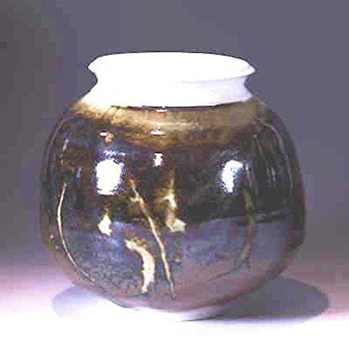 handthrown-porcelain-vase-with-limestone-overglaze-06-7-x-75