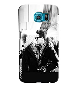 Omnam Black And White Effect Of Boy And Girl Kissing Printed Designer Back Case Samsung Galaxy S6