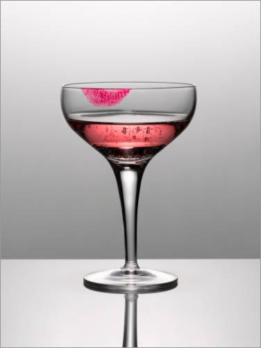 impresion-en-madera-100-x-130-cm-close-up-of-pink-champagne-in-glass-with-lipstick-stain-de-andy-rob