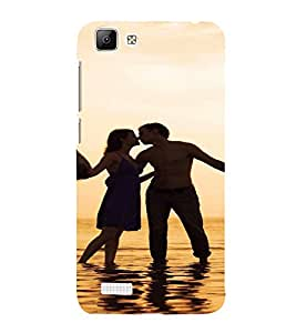 PrintVisa Romantic Couple Beach Design 3D Hard Polycarbonate Designer Back Case Cover for VivoV1