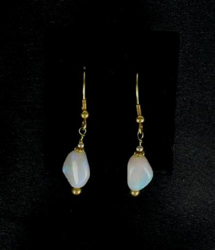 EXQUISITE 18K GOLD WHITE CRYSTAL OPAL EARRINGS!~