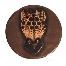Taburete con diseño de estampado de jirafa infantil pintura y cuchillo para trinchar carne. Comercio justo.