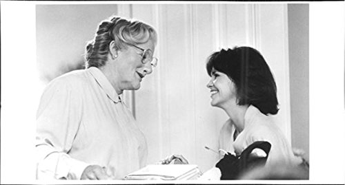 vintage-photo-of-robin-williams-and-sally-field-in-mrs-doubtfire-movie