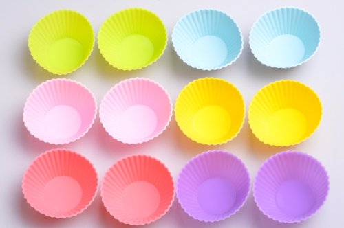 Einzige High Quality Non-stick Bakeware One Set of 12 Durable & Reusable Cupcake Liners Silicone Baking Cups in Six Colors in Storage Container - Muffin, Gelatin, Snacks, Frozen Treats, Ice Cream or Chocolate Shell-lined Dessert Molds - Great for Bento Lunch Boxes (Round)