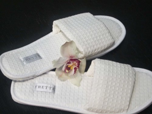 frette-hotel-collection-white-open-toe-waffle-weave-spa-slippers-pair-size-10-12