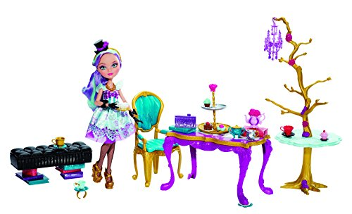 Ever After High Hat-Tastic Madeline Hatter Doll And Party Display