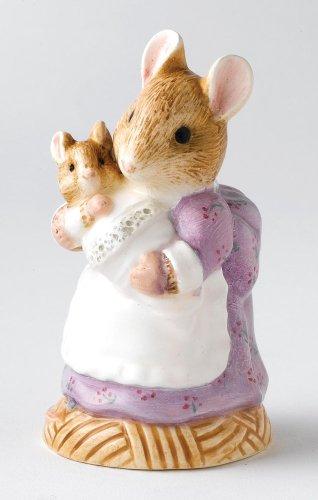 Beatrix Potter Classic Figurine - Hunca Munca Holding Baby (A25165) front-700796