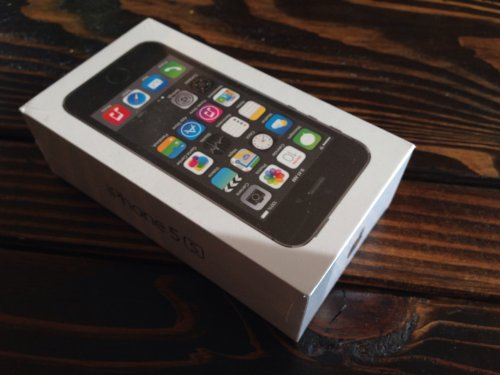 Apple iPhone 5S UNLOCKED Space Grey/Gold/Silver 16/32/64GB SIM FREE (16GB Black Friday & Cyber Monday 2014