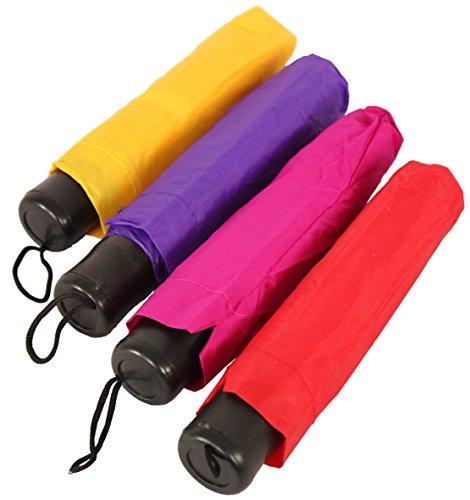 regen-taschenschirm-in-pastell-farben