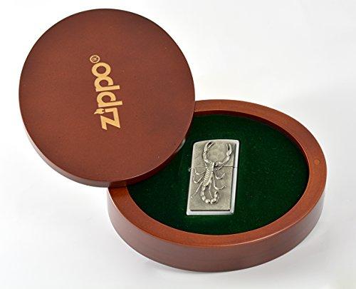Nella confezione regalo di lusso nisba Scorpion logo oval