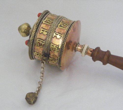 bouddhiste-tibetain-prayer-wheel-laiton-et-cuivre-avec-des-perles-incrustees-manche-en-bois-et-a-bas