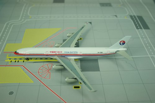 Phoenix China Eastern A340-300 1/400 REG#B-2381