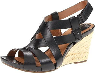 dcc69fe91884 Clarks Women s Lucia Resort Wedge Sandal