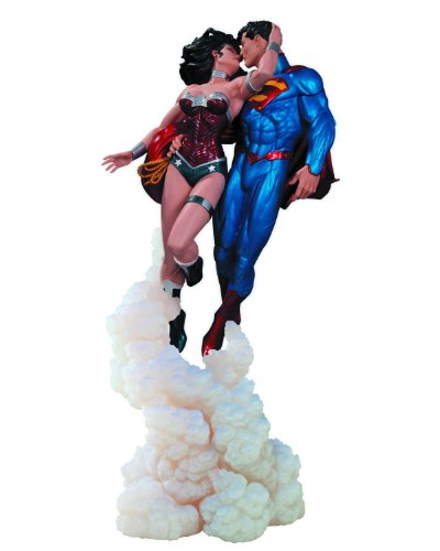 """DC Collectibles Dc Collectibles Superman And Wonder Woman """"The Kiss"""" Statue"""