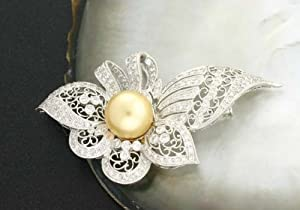 1573 - Golden South Sea Pearl Brooch Pin