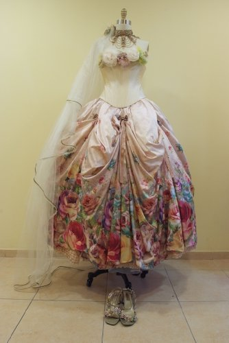 Fantastic Victorian Style Wedding Dress Amazingly