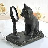 まるい鏡を覗き込む猫[キャット] アンティーク調オーナメント 置物
