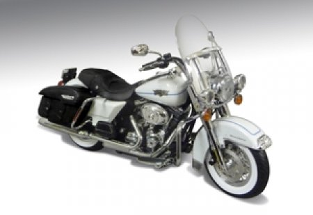 2012 Harley Davidson FLHRC Road King Classic Motorcycle White Hot Pearl 1/12 by Highway 61 81196