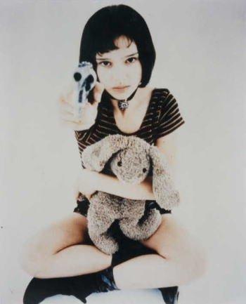 ブロマイド写真★映画『レオン』ナタリー・ポートマン/ぬいぐるみ&銃持つマチルダ
