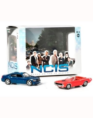 2009 DODGE CHARGER & 1970 PLYMOUTH CUDA from the television show NCIS 2013 Greenlight Collectibles 1:64 Scale Diorama Die-Cast 2 Vehicle Set