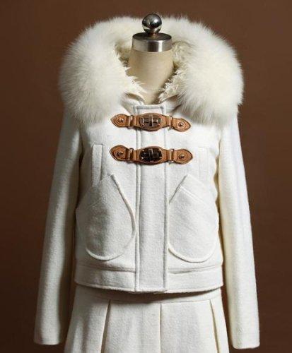 Amazon.co.jp: リアルフォックスファー付ダッフルコート ファー fur 狐 フォックス 毛皮 本物 ショート ジャケット レディース ダッフル カジュアル 小さいサイズ あります vivi掲載 ウールホワイト 白: 服&ファッション小物