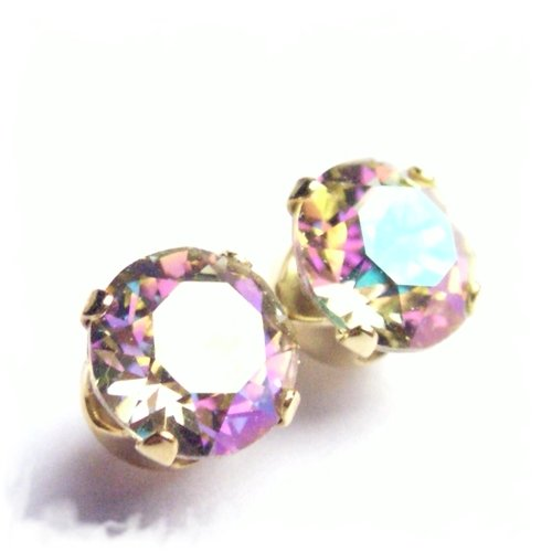 18 carat Gold plated 925 Sterling Silver Stud Earrings set with Luminous Green (multicolour stone with a hint of green) Swarovski Crystal Stones. Gift Box. Beautiful jewellery for very special people.