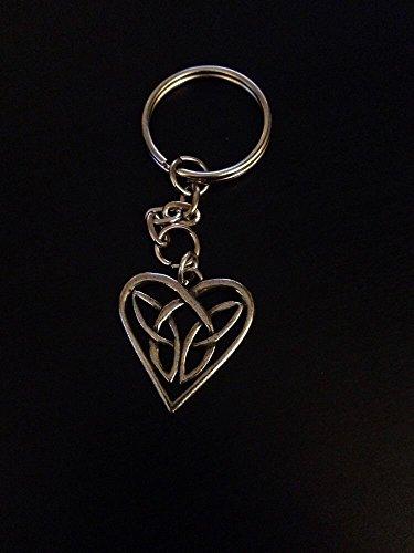 Ingresso intreccio celtico, cuore Chpp Fine English Pewter su un anello portachiavi con stemma