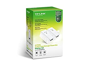 Adaptador TP-LINK TL-PA4020P KIT AV500 con 2 puertos Powerline y enchufe a corriente.