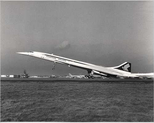 photographic-print-of-concorde-210-g-boad-painted-in-singapore-airlines-markings