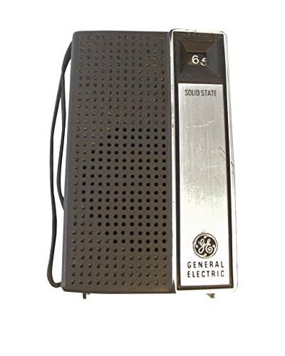 1970s Vintage Portable AM Radio, Black/Silver