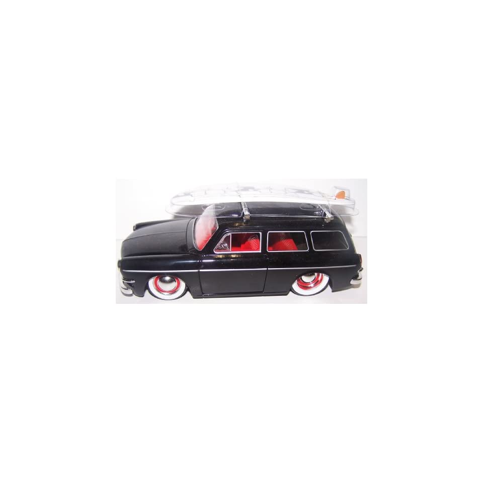 Jada Toys 1/24 Scale Diecast V dubs 1965 Volkswagen Variant (Squareback) with White Walls in Color Black