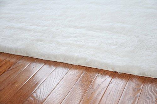 LELVA Faux Sheepskin Silky Flokati Fur Area Rug Modern in White (47 X 70in)