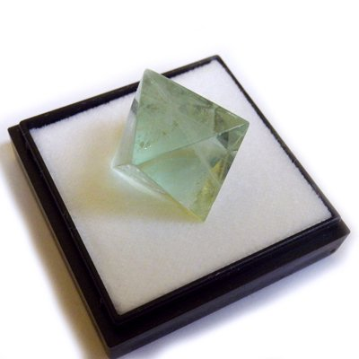 Octahedral Fluorite M Size Fluorite Mineral Specimens (Japan Import)