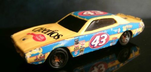 cheerios-salute-to-petty-1974-dodge-charger-hot-wheels-by-hot-wheels