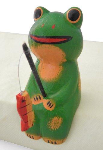 木彫り お座り 釣り カエル 【金運を招くとも言われる蛙が釣りあげたのは魚か、はたまた幸運か? 開運の縁起物としても大人気のフィッシングアニマルです】