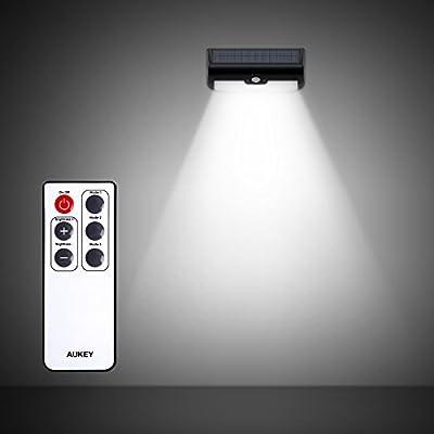 AUKEY 38LEDソーラーライト LEDセンサーライト 人感センサー・光センサー リモコン付き 2.6W 太陽光発電 夜間自動点灯 防水IP65 屋外照明/防犯/軒先/庭/ガーデン/ドライブウェイ/玄関周りなど 壁掛け LT-W6