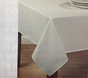 Amazon Com Mainstays Fabric Tablecloth With Table