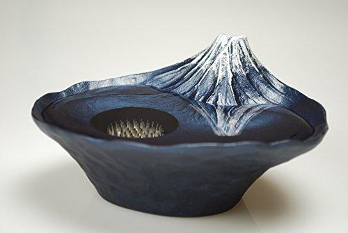 さかさ富士(青富士) 水面にさかさ富士が現れる小さな水盤