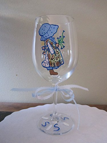 hand-painted-wine-glass-holly-hobbie-in-patchwork-apron-12-oz