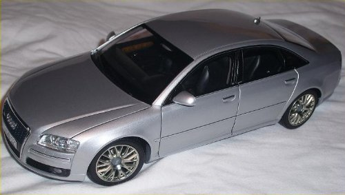 AUDI A8 A 8 SILBER LIMOUSINE 1/18