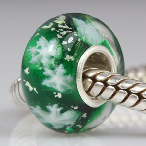 Everbling Let It Snow! Christmas White Snowflake Green Murano Glass Bead 925 Sterling Silver Core Bead Fits Pandora Chamilia Biagi Troll Charms Europen Style Bracelets