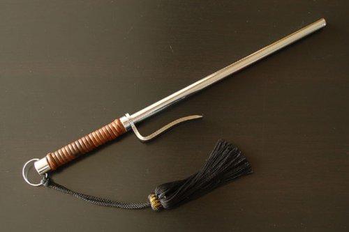 時代劇でおなじみの捕り物道具 『籐巻十手』