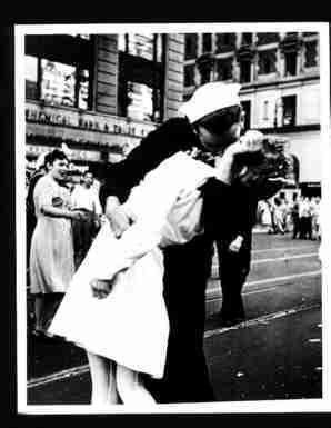 Photo Sailor Kissing Girl Times Square Vj Day