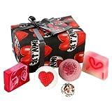 Bomb Cosmetics Je T'aime Gift Set