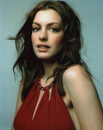 ブロマイド写真★アン・ハサウェイ/赤いドレスのアップ