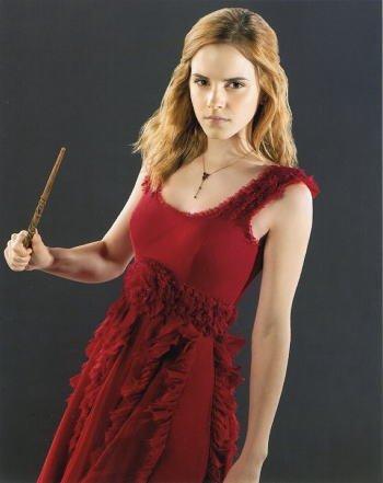 ブロマイド写真★『ハリー・ポッターと死の秘宝』ハーマイオニー(エマ・ワトソン)/赤いドレスで杖を持つ